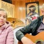 Amelia Sarmienteo y Raul Gomez: canciones y entrevista